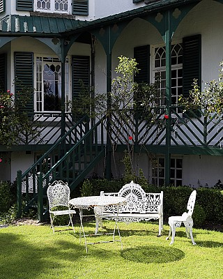 Relax in the Garden at Ashley Park House